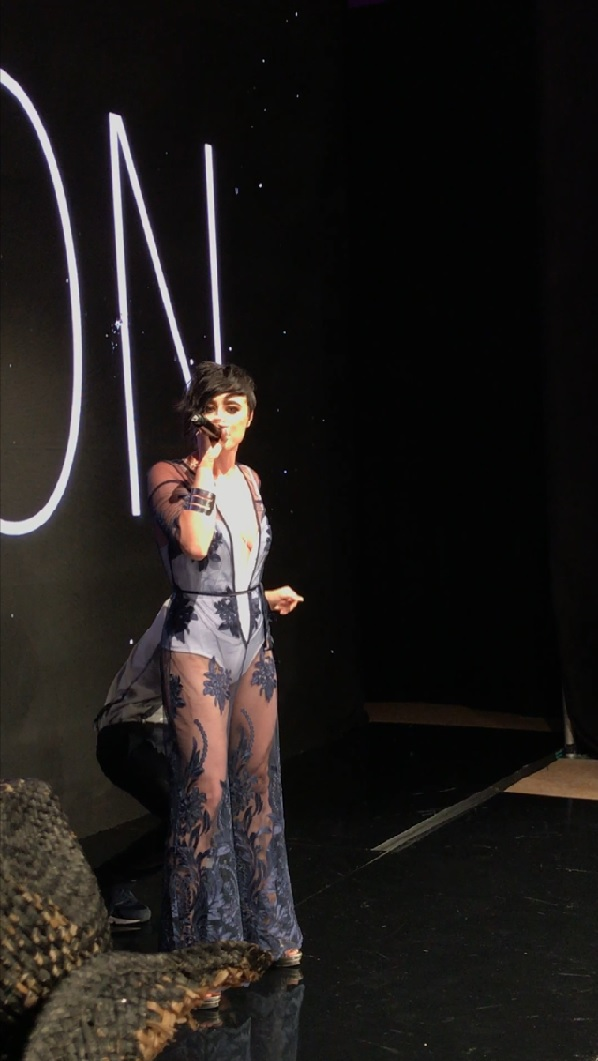 """Lauren Dyson performing her new track """"Feel Like Home"""""""