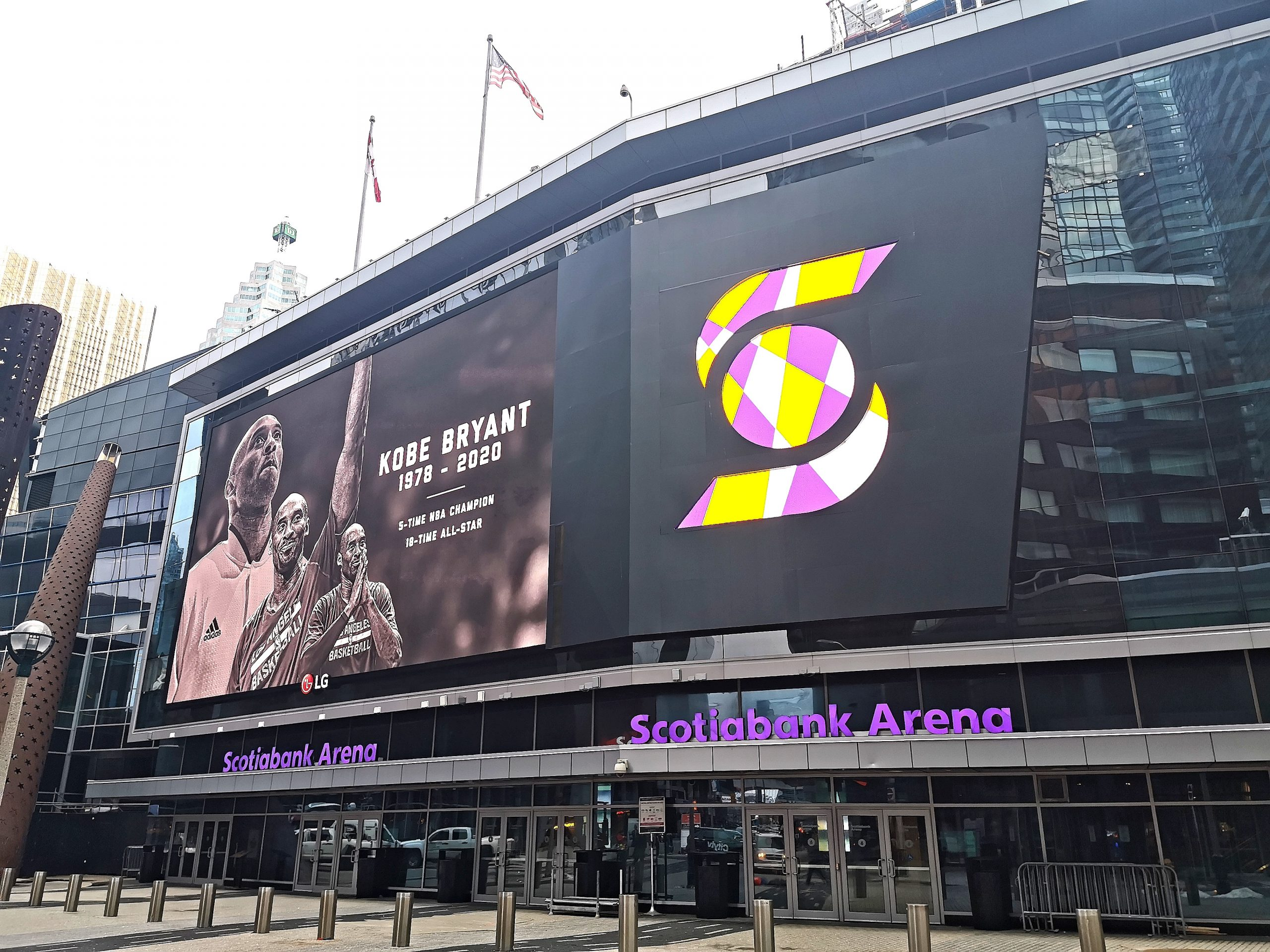 Scotiabank Arena Pay Tribute to Kobe Bryant by Turning Purple & Gold – Toronto, Canada