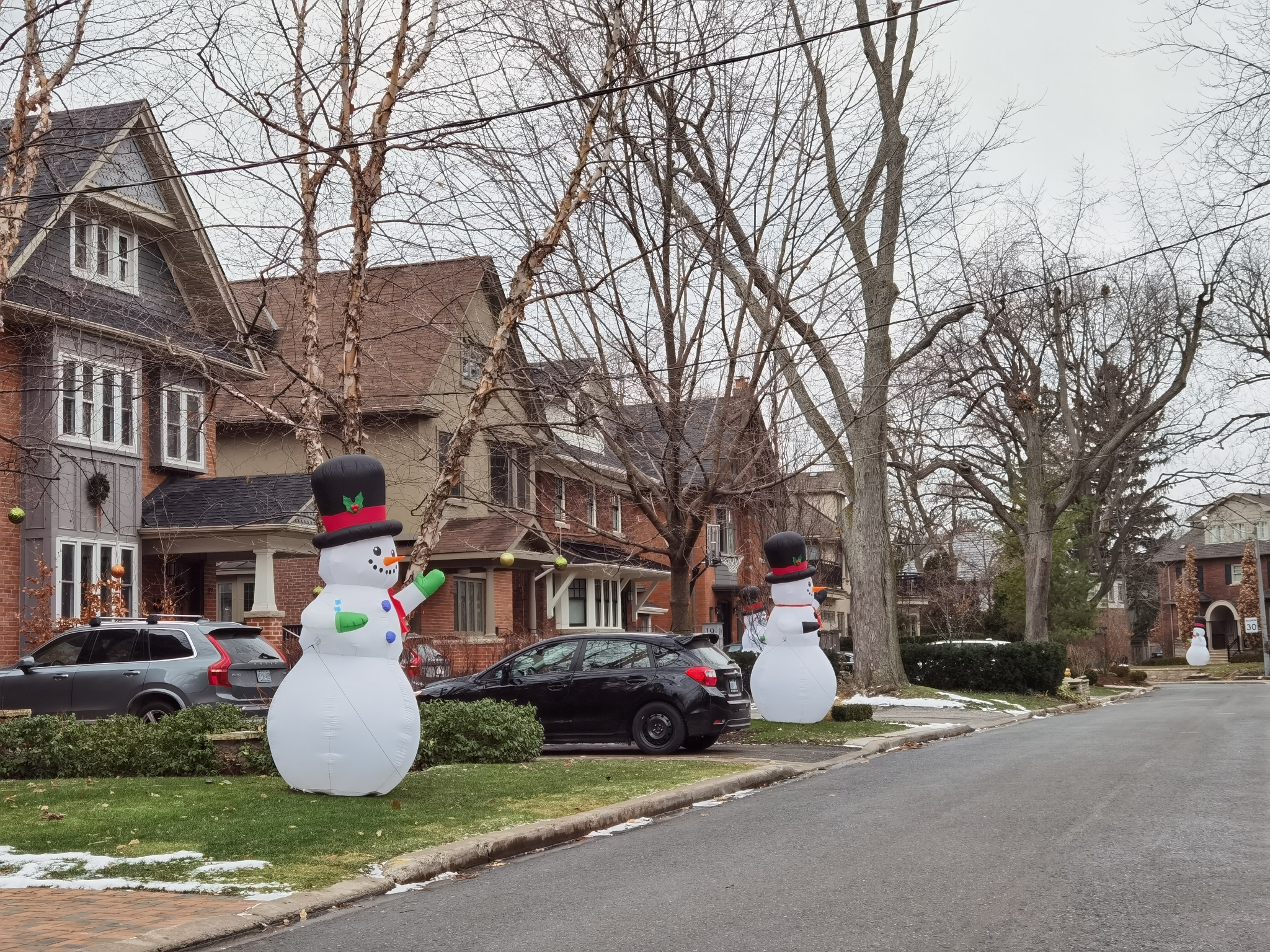 (By Day) Giant Inflatable Snowman Display – Douglas Drive, Toronto, Ontario, Canada